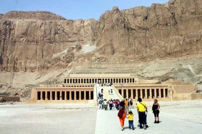 travel from sharm to luxor by plane